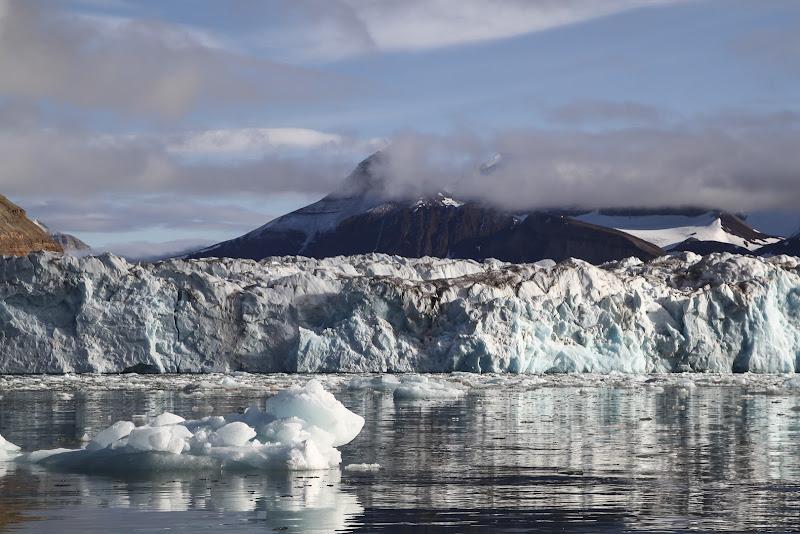 Kronebreen - Il ghiaccio si fonde nel fiordo di daniele1357