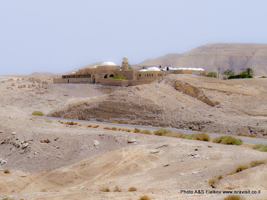 Наби Муса  (гробница Моисея) в Иудейской пустыни.
