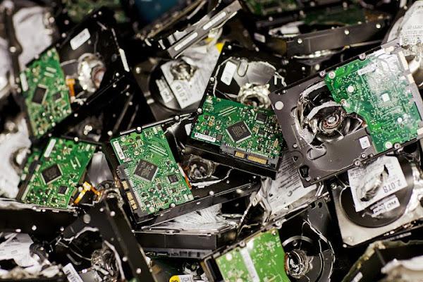 Vue en gros plan d'une énorme pile de circuits imprimés