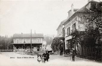 Photo: Athis - Gare d'Athis-Mons (A. Breger Frères, Phototypie)  En savoir + :http://brudipat.over-blog.com/article-gares-et-restaurants-du-petit-mons-106484640.html