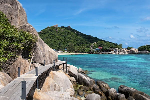 Walk to the viewpoint on Koh Nangyuan