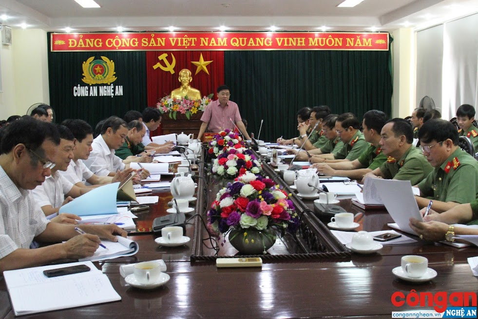 Đoàn kiểm tra của BTV Tỉnh ủy do đồng chí Nguyễn Văn Thông, Phó Bí thư Tỉnh ủy làm Trưởng đoàn làm việc tại Công an tỉnh Nghệ An