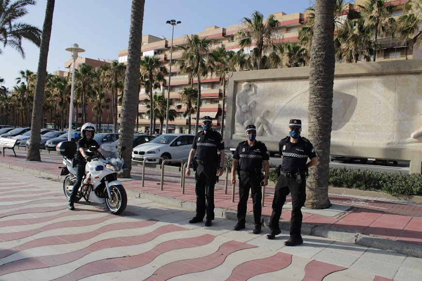 La Policía Local de servicio en una atípica noche de San Juan.