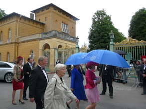 Photo: Countess Iniga of Egloffstein (in blue), der daughter Coutness Désiree of Egloffstein (in pink) and hidden Count Albrecht of Egloffstein behind Count Meriadec and Countess Julie of Rohan-Chabot ( in red)