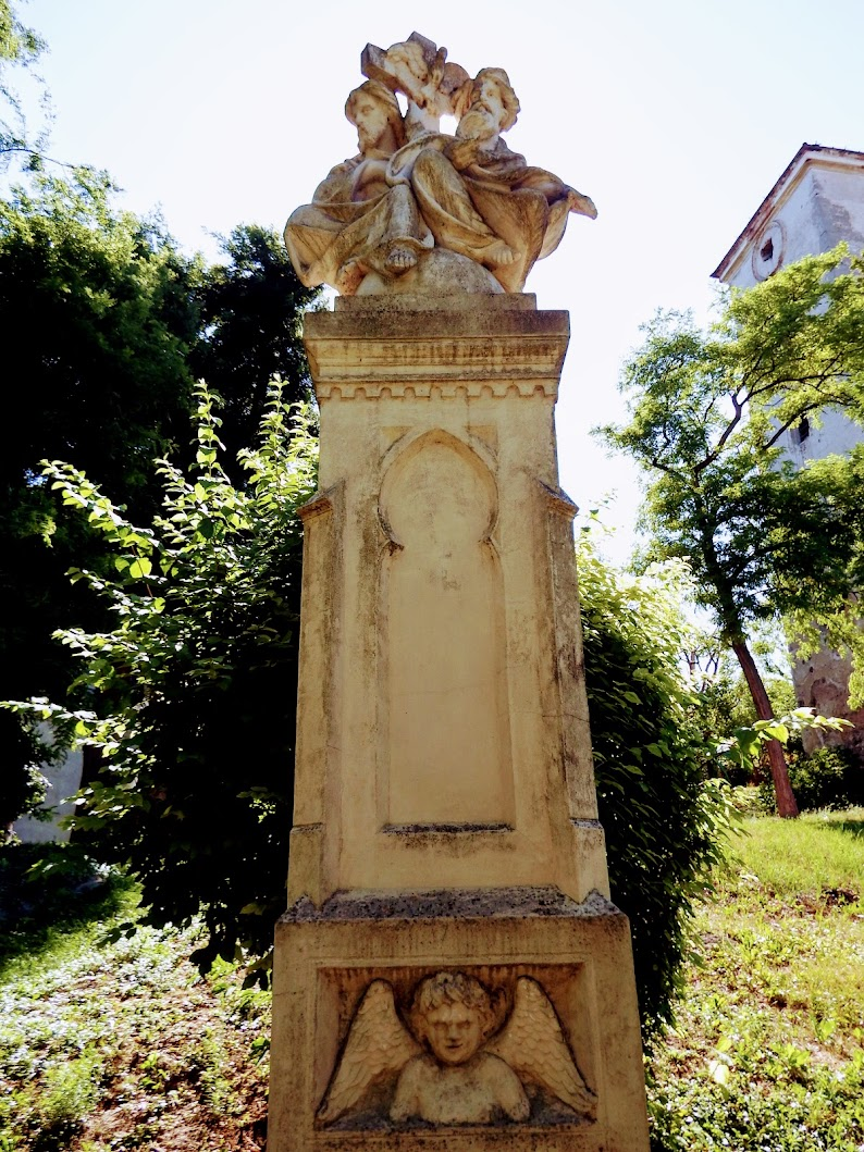 Vál - Szentháromság-szobor