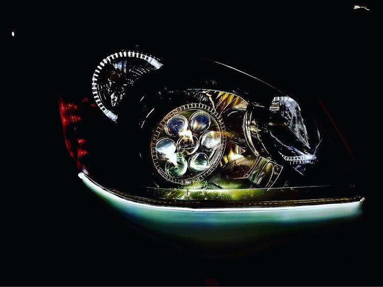 ノア AZR60Gのワンオフヘッドライト,イカリング加工,AZR60,シーケンシャルウインカーに関するカスタム&メンテナンスの投稿画像1枚目