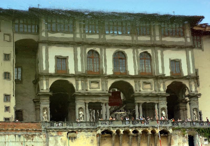 Gli Uffizi e l'Arno come cielo di marco cerrai