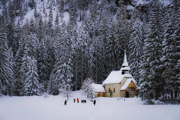 La chiesetta tra la neve di Claudia84