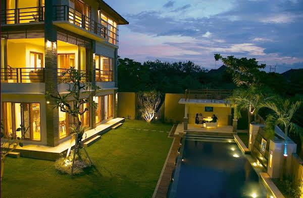 Villa Blue Rose
