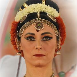 danzatrice by Patrizia Emiliani - People Musicians & Entertainers ( danzatrice, ritratto,  )