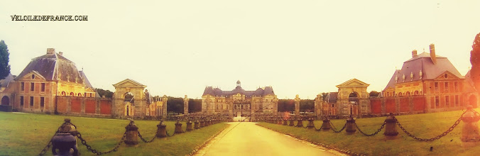 Photo: Le château de Vaux le Vicomte - e-guide circuit balade à vélo de Bois le Roi vers Vaux-le-Vicomte par veloiledefrance.com  Château of Vaux le Vicomte - Cycling guide to the Château of Vaux-le-Vicomte by veloiledefrance.com