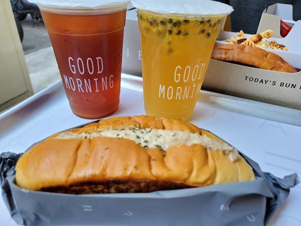 美式大早餐👉Bun Bun 棒棒 國美總店  超喜歡這兒的奶油麵包呢! 微煎的恰到好處。 外層酥脆,內在可是軟嫩的呢❤。 至於內餡,想吃什麼就選擇什麼口味嘿。  👉法式鮪魚  (10:30前供應)