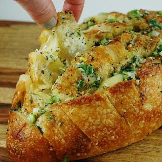Cheesy Havarti Dill Pull-Apart Bread