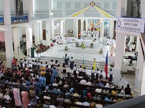 Photo: Sn2C0715-160207Dakar, cath. messe, chœur, nef, groupe de jeunes en fin de chorégraphie IMG_0910
