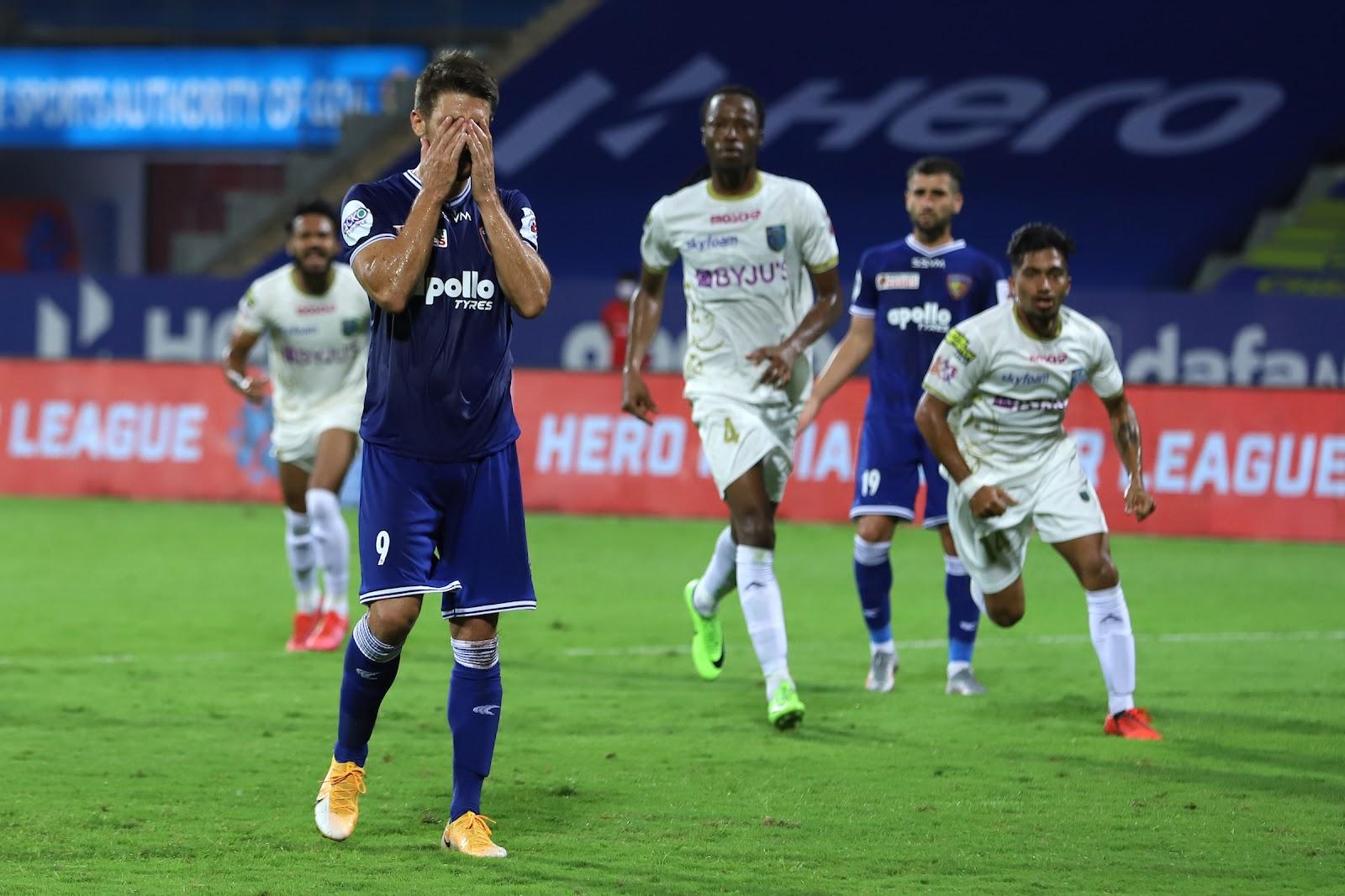 Jakub Sylvester missing a penalty against Kerala Blasters FC (Image Credit: Indian Super League)