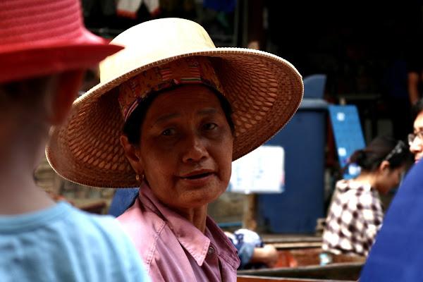 Al mercato galleggiante  di michimotta