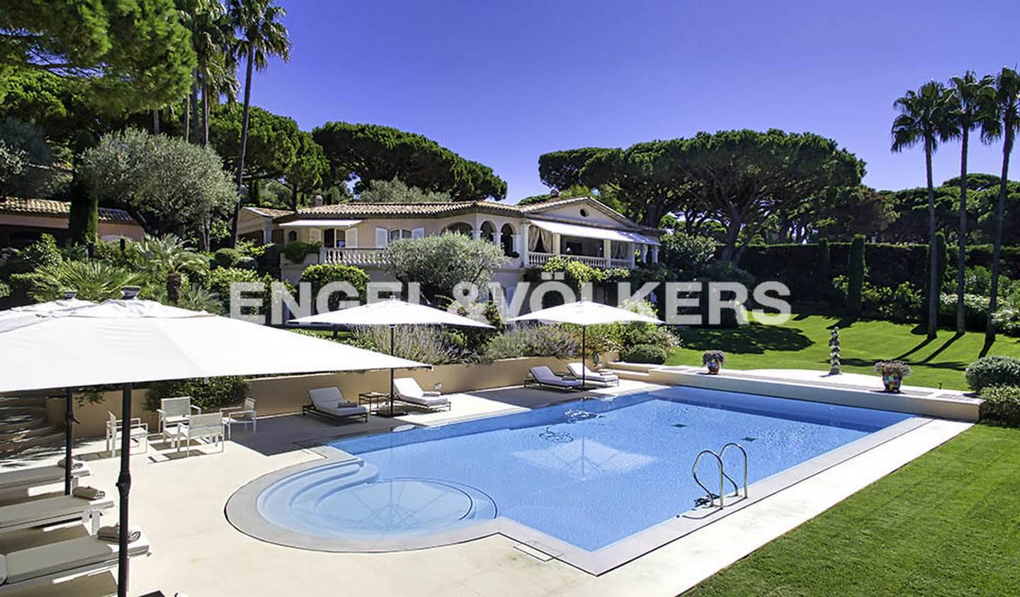 House with pool and terrace Saint-Tropez
