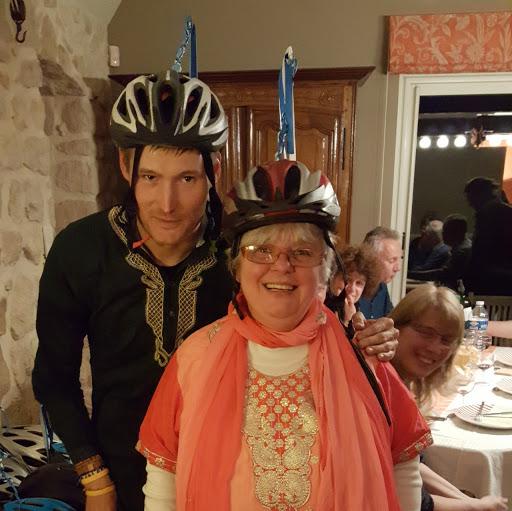 Cédric et Marie-Joseph inaugurent les casques portés pour L'Arche