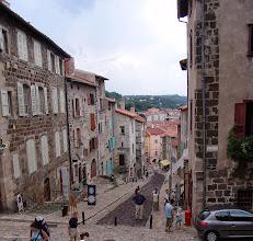 Photo: Le Puy-en-Velay. Auvernia ( Francia) http://www.viajesenfamilia.it/