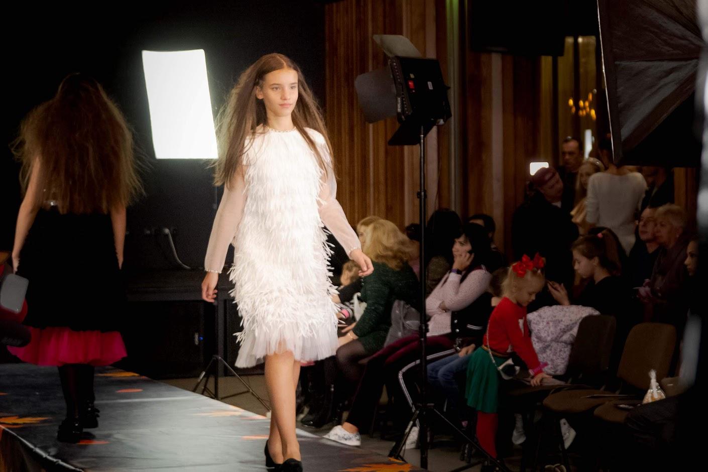Завершальним показом насичен6ого дня Vinnitsa Fashion Week Kids стала  демонстрація свіжої колекції від організаторки свята дитячої моди e344917220c2e