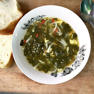 Light Spinach And Egg Drop Soup