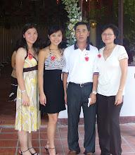 Photo: Trần văn Hai ( CN 68- 71 )& gia đình ( Minh Thy, Minh Thu, Trần văn Hai & phu nhân )