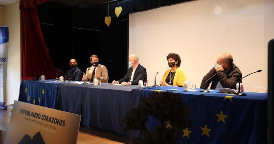 Turrillas y Lucainena luchan contra la despoblación con la educación