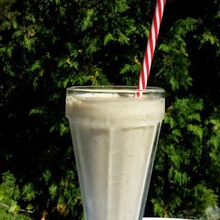 Banana Milkshake (Vegan and Dairy-free).