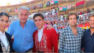 Óscar Martínez, Casa Chopera, entre los rejoneadores Lea y Hermoso de Mendoza y sus hijos, Guillermo y Borja.