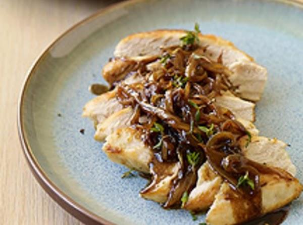 Chicken With Balsamic Vinegar, Sweet Onions & Thym Recipe