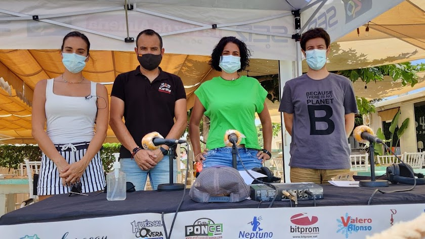 Los responsables de Karting Garrucha con el equipo de SER Levante.