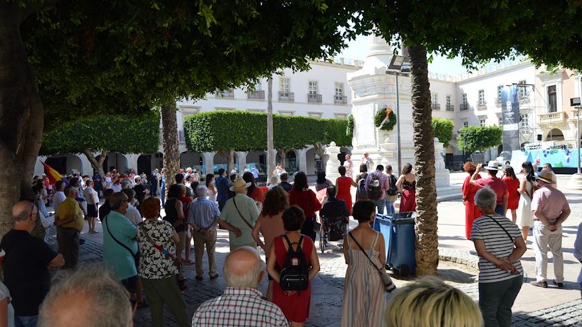 Unas 200 personas se concentraron junto al Pingurucho, en la Plaza Vieja.