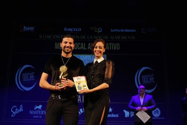 'Canta la Gallina', Mejor Local Alternativo, junto a Ana Márquez.
