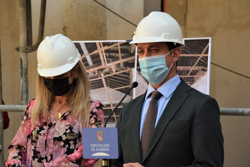 El presidente de la Diputación de Almería, Javier A. García, y la consejera de Cultura y Patrimonio Histórico, Patricia del Pozo, visitan las obras de rehabilitación del antiguo Hospital Provincial.