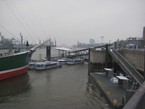 Photo: Landungsbrücken