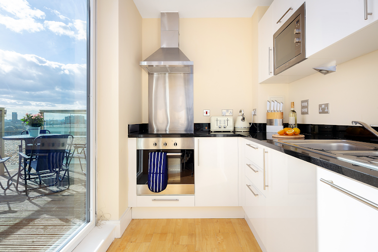 Fully equipped kitchen at Lanterns Court Serviced Apartments, Canary Wharf