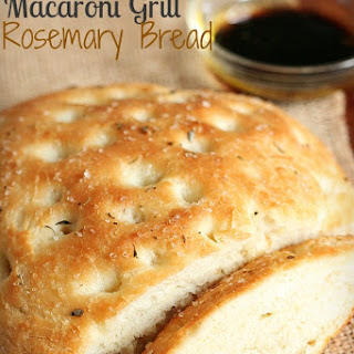 {Copycat} Macaroni Grill Rosemary Bread {TMH}