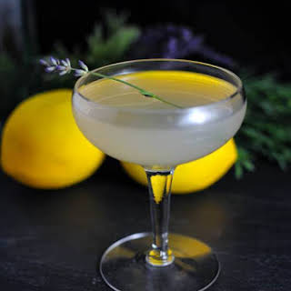 Lavender Bee's Knees – A Gin Cocktail.