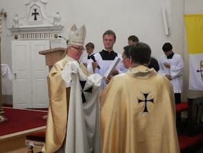 Photo: Předání pláště. At´ se Tvé srdce raduje... Plášť znamení spravedlnosti a Boží ochrany...