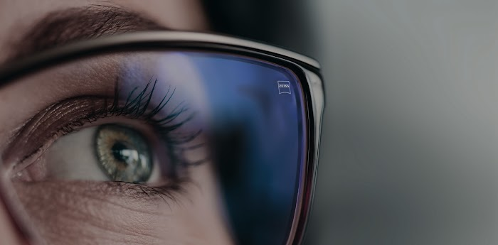 Close up of woman't eye in eyeglasses