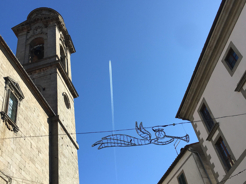 Castel del Piano, Piazza Giuseppe Garibaldi, Piazza Madonna, ornamento di illuminazione