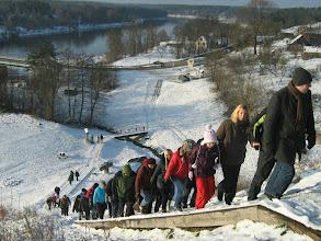Photo: Merkinės piliakalnis. Pratimai kojų raumenims stiprinti. Išbandyta, rekomenduojama :))