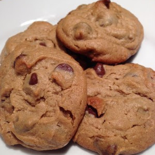 Chocolate Chip Peanut Butter Cookies (7 Ingredients)