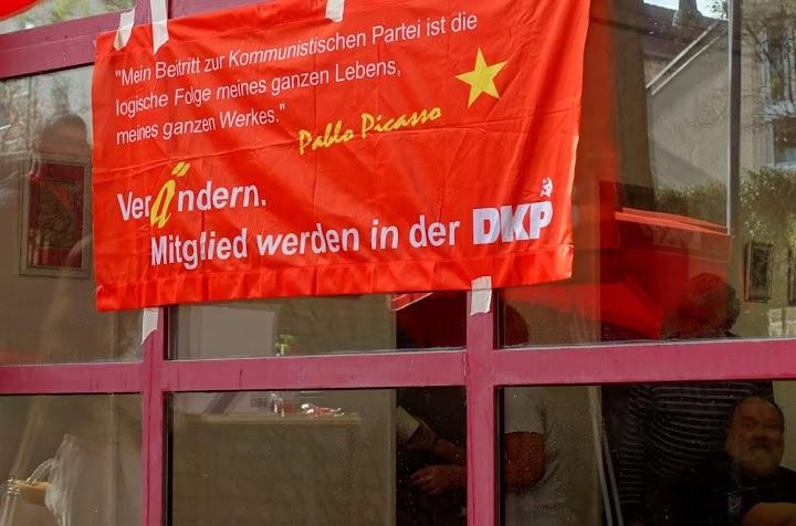 Transparent: «‹Mein Beitritt zur Kommunistischen Partei ist die logische Folge meines ganzen Lebens, meines ganzen Werkes›. Verändern. Mitglied werden in der DKP.».