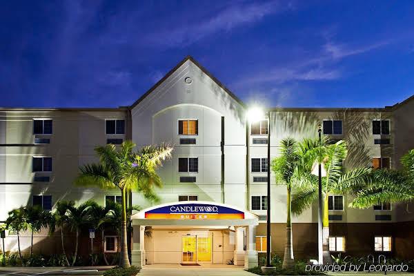 Candlewood Suites Fort Myers/Sanibel Gateway