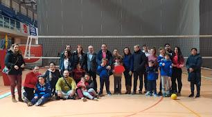 Foto de Jorge Reig junto a los niños de la Asociación Altea Autismo.