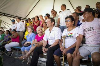 Photo: Durante el evento, el Ministro Germán Vargas Lleras compartió con la comunidad beneficiada.