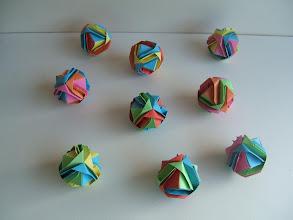 Photo: Les balles de jonglage des différentes couleurs