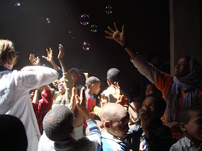 Photo: Blowing bubbles with children during first activities of Sahara Roots, March 2008