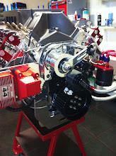 Photo: De bobine steun, poelie, en oliefilter weer op de plek.